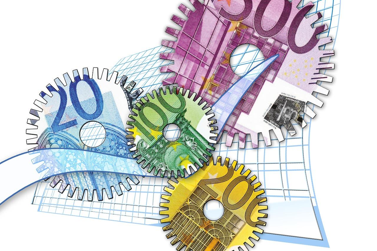 Európska komisia navrhla zlacniť cezhraničné platby v eurách v celej EÚ